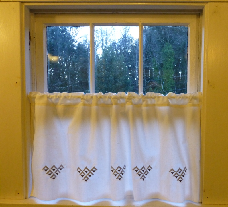 Embroidered bathroom curtain